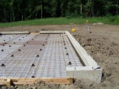 Pouring a concrete foundation and pex radiant heat slab Concrete Cost, Concrete Houses, Concrete Cement, Concrete Projects, Building A Shed, Building A New Home, Garage Plans, Shed Plans, Concrete Slab Foundation