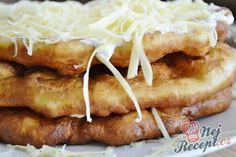 Mňamkové langoše se strouhaným sýrem
