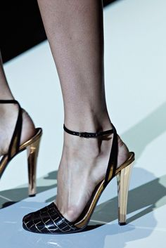 Gucci Spring 2012 Ready-to-Wear Accessories Photos - Vogue