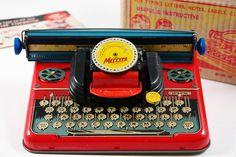 Kids Typewriter, Vintage Dolls, Vintage Crib, Vintage Type, Vintage Items, Toy Kitchen, Kitchen Decor, Thing 1, Tin Toys