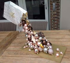 Best 8 ☞ Easy Christmas DIY Decoration Ideas – Creating your very own Christmas decorations to can be a long-established convention, and it can set aside you cash, as well. Diy Christmas Decorations Easy, Easy Christmas Crafts, Noel Christmas, Christmas Centerpieces, All Things Christmas, Simple Christmas, Christmas Wreaths, Christmas Gifts, Christmas Ornaments