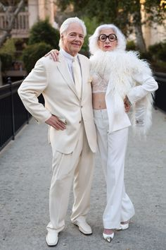 6 Stylish Older Couples On Finding Love & Staying Together Forever From the author of Advanced Style comes Advanced Love, a heartwarming book that celebrates new and old romances, brimming with advice and lessons in love. Couples Âgés, Beaux Couples, Older Couples, Mature Fashion, Older Women Fashion, Stylish Older Women, Fashion Edgy, Fashion 2018, Fashion Online