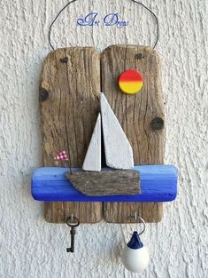 Art Drops driftwood key holder for beach hut , shed outdoor room Driftwood Projects, Driftwood Art, Sea Crafts, Nature Crafts, Creation Deco, Stone Crafts, Wood Creations, Summer Crafts, Beach Art