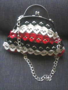 Bolso de mano modelo corazones de chapas de bisuteríapilu  complementos