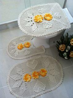 jogo de banheiro super delicado. composto de 3 peças,podendo alterar a cor das flores. R$ 132,00