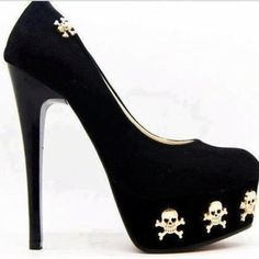 skull shoes~ How kickin' kewl! (would only wear at Halloween time tho! Skull Fashion, Fashion Shoes, Punk Fashion, Lolita Fashion, Fashion Dresses, Cute Shoes, Me Too Shoes, Skull Heels, Shoe Boots