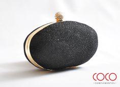 Bolso de mano negro y dorado. Ideal para fiestas elegantes.