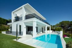 Modern Villa with Panoramic Sea Views for Sale in The Golden Mile, Marbella Dream Home Design, House Design, Rustic Renovations, House With Land, Tiny House Furniture, Casas Containers, Villa, Small House Decorating, Diy Patio