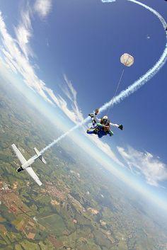 Skydive mergulho boituva by Rick Neves, via Flickr