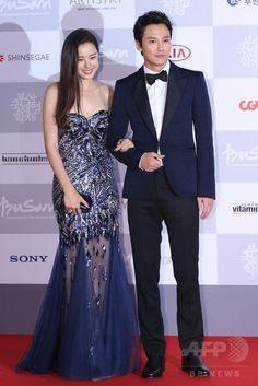 「第19回釜山国際映画祭(Busan International Film Festival、BIFF)」のレッドカーペットに登場した、俳優のキム・ナムギル(Kim Nam-Gil、右)と女優のイ・ハニ(Lee Honey、2014年10月2日撮影)。(c)STARNEWS ▼8Oct2014AFP|第19回釜山国際映画祭開幕、レッドカーペットにスターたちが登場 http://www.afpbb.com/articles/-/3028245 #Busan_International_Film_Festival_2014