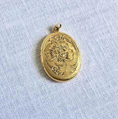 Floral Locket Gold Tone Hinged Photo Pendant #Unsigned #Locket