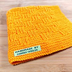 Til hjemmet – Strikket – sannes-web. Knitting Designs, Knitting Patterns Free, Knit Patterns, Free Knitting, Crochet Hooks, Knit Crochet, Warm Headbands, Bib Pattern, Crochet Kitchen