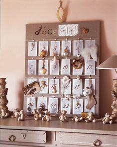 Un calendrier de l'avent en organdi Christmas Time, Christmas Cards, Christmas Decorations, Xmas, Holiday Decor, Advent Calenders, Diy Advent Calendar, Christmas Inspiration, Crafts