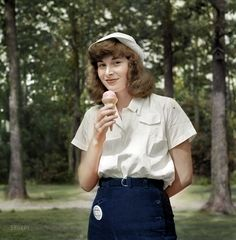 Shorpy Historical Photo Archive :: Dairy Queen (Colorized): 1942