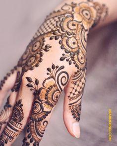 50 Right Hand Mehndi Design (Henna Design) - October 2019 Kashee's Mehndi Designs, Pretty Henna Designs, Latest Henna Designs, Simple Arabic Mehndi Designs, Mehndi Designs For Girls, Wedding Mehndi Designs, Mehndi Designs For Fingers, Mehndi Design Images, Bridal Mehndi
