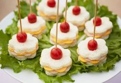 3 Silvester Fingerfood Rezepte und ganz viel leckere Inspiration zum Jahresbeginn 3 New Year's Eve finger food recipes and a lot of tasty inspiration at the beginning of the year Snacks Für Party, Appetizers For Party, Appetizer Recipes, Party Desserts, Finger Foods For Parties, Tea Party Snacks, Tea Party Menu, Shower Appetizers, Parties Food