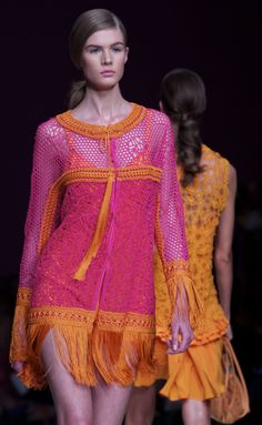 Ermanno Scervino's boho-chic woman is attracted by a tailored luxury belonging to the World. Rose Fushia, Rose Orange, Orange Color, Couture Mode, Couture Fashion, Runway Fashion, Dress Fashion, Orange Fashion, Colorful Fashion