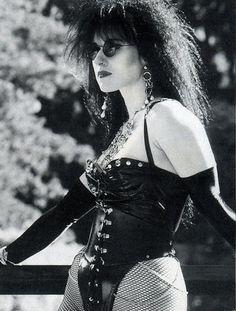 Old school goths fashion Alternative Girls, Alternative Outfits, Alternative Fashion, 80s Goth, Punk Goth, Neil Gaiman, Manado, Goth Aesthetic, Aesthetic Clothes