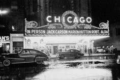 1949 Chicago by Stanley Kubrick then a journalistic photographer for Look Magazine. In this photo people arrive at the Chicago Theater for a show with Jack Carson Marion Hutton and Robert Alda. Chicago Sun Times, Chicago City, Chicago Illinois, Chicago Tribune, Chicago Bears, Full Metal Jacket, Rare Photos, Vintage Photographs, Vintage Photos