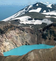 Acid Lake, in craters Maly Semiachik - a photo from Kamchatka, Far East | TrekEarth