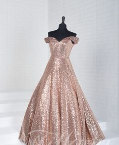 Stunning off the shoulder prom gown. Be the best dressed this prom season with t. Stunning off the shoulder prom gown. Be the best dressed this prom season with this rose gold gown Gold Prom Dresses, Strapless Prom Dresses, Quinceanera Dresses, Rose Gold Gown, Rose Gown, Sweet 16 Dresses, Nice Dresses, Dresses For Teens Black, Debut Gowns