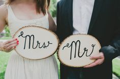 Mr & Mrs Wood Wedding Sign and Photo Props #wedding #photobooth #rustic