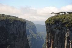 Cambará do Sul is a charming town located in the high Sierra Gaucha (RS), Brazil, houses many treasures of nature, starting with the Canyons.