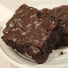 Low Fat Brownies 1/2 cup all purpose flour 1/2 cup cocoa powder 1/2 tsp baking powder 1/2 cup sugar 1/8 tsp salt 2 tbs canola oil 4 ounces unsweetened applesauce 2 tsp vanilla extract 2 eggs Mix dry ingredients together, add moist ingredients, blend well, put into an 8x8 inch baking pan sprayed with cooking spray and bake at 350 for twenty minutes.