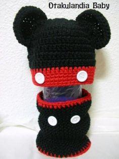 Realizado a mano en crochet, producto exclusivo de Otakulandia basado en el más famoso y querido ratoncito de Disney: Mickey Mouse..