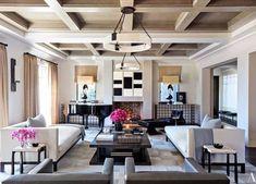 Kourtney e Khloé abriram as portas das suas luxuosas casas em Calabasas. Veja aqui todas as imagens.