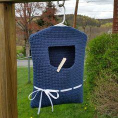 Blue ribbon clothespin bag - free crochet pattern at Highland Hickory Designs.