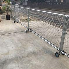 Driveway Fence, Patio Fence, Concrete Fence, Diy Fence, Main Gate Design, House Gate Design, Diy Outdoor Furniture, Metal Furniture, Sliding Fence Gate