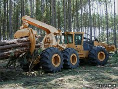 I love log Skidders and this thing is so cool! Heavy Construction Equipment, Heavy Equipment, Timber Logs, Logging Equipment, Engin, Heavy Machinery, Machine Design, War Machine, Tractors