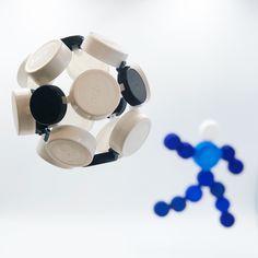 Un ballon de foot en bouchons en suivant notre tuto de la sphère 3D Clip It, Starter Kit, Cufflinks, Creations, Stud Earrings, 3d, Accessories, Jewelry, Corks