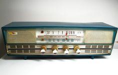 1961-62 Rincan AGS KFA-W71 Tabletop Tube Radio