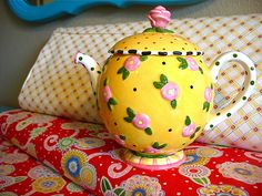 I am a teapot collector and this would go well with my kitchen collection