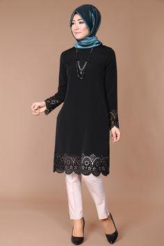 Krep Lazer Kesim Kolyeli Tunik Siyah Ürün kodu: MSW21998 --> 59.90 TL Beautiful Long Dresses, Beautiful Hijab, Unique Dresses, Muslim Fashion, Hijab Fashion, Fashion Outfits, Mode Abaya, Mode Hijab, Modest Outfits
