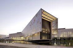 Edifício do Laboratório Synthon  / GH+A | Guillermo Hevia