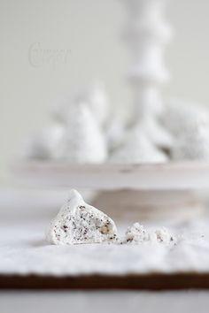 Poppy seed meringue kisses