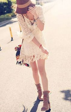 White Tassel Hem Three Quarter Sleeves Embroidered Lace Dress With Vest