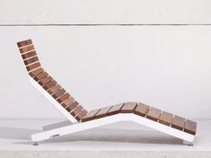 Steel and wood sun lounger RIVAGE By design David Karásek, Radek Hegmon Welded Furniture, Industrial Design Furniture, Pool Furniture, Steel Furniture, Furniture Projects, Furniture Design, Deck Chairs, Outdoor Chairs, Club Chairs