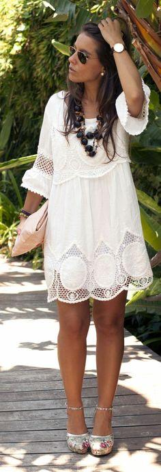 Une robe dentelle blanche belle idée tenue été automne; robe avec manches #bohoclutches