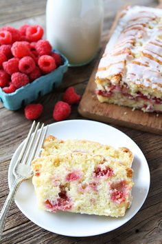 Raspberry Coconut Bread: This easy bread is dotted with raspberries and drizzled with a sweet glaze! Serve for breakfast, brunch, or dessert! mmm ~ *regular or coconut milk Fun Baking Recipes, Bread Recipes, Sweet Recipes, Real Food Recipes, Dessert Recipes, Brunch Recipes, Yummy Recipes, Recipies, Coconut Loaf Cake
