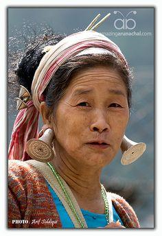 Northeastern India | Mishimi woman. Hawai, Arunachal Pradesh | ©Arif Siddiqui We Are The World, Kinds Of People, People Around The World, Tribal India, Arunachal Pradesh, Northeast India, Amazing India, Unity In Diversity, Portraits