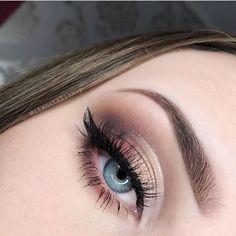 Pretty Eyeshadow by catalina Smokey Eye Makeup, Eyebrow Makeup, Eyeshadow Makeup, Makeup Brushes, Gorgeous Makeup, Love Makeup, Makeup Inspo, Makeup Inspiration, Makeup Goals