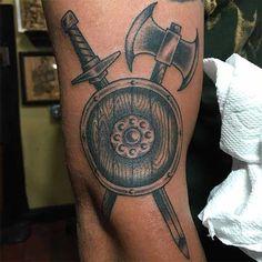 Shield Tattoo ideas that make you feel safer ⛨ Armband Tattoo, Axe Tattoo, Escudo Viking, Viking Shield, Viking Axe, Blackwork, Arte Viking, Nordic Tattoo, Beste Tattoo