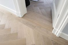 Refinishing Hardwood Floors, Wood Tile Floors, Wooden Flooring, Small Staircase, Herringbone Wood Floor, Hallway Flooring, Decoration Inspiration, House Inside, Floor Design