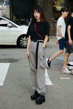 Asian Street Style, Korean Street Fashion, Cool Street Fashion, Edgy Outfits, Korean Outfits, Cool Outfits, Fashion Outfits, Fashion Women, Japan Fashion