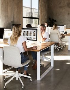 The Fresh And Minimal Workspace Of A Footwear Brand In Byron Bay [I love this desk. BUt I would want it for only one person. One side could be for computer work and the other for distraction free writing (no computer screen)] Office Space Design, Workspace Design, Office Workspace, Office Interior Design, Home Office Decor, Office Interiors, Office Table, Office Art, Office Inspiration
