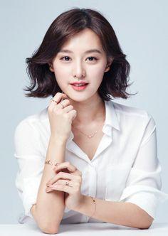 "semperji: "" ""Kim Ji Won for Mollis Jewelry "" "" Korean Beauty, Asian Beauty, Foto Cv, Professional Headshots Women, Headshot Poses, Kim Ji Won, Beauty Shots, Korean Actresses, Female Poses"